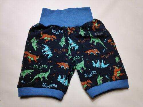 kurze Hose schwarz mit bunten Dinosauriern gerades Bein handmade