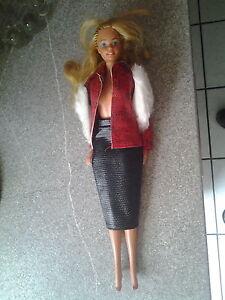 Barbie-Puppe-mit-Kleidung-29-cm-Format-70-er-Jahre-Hong-Kong