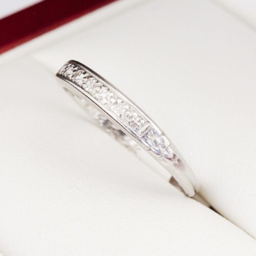 Lovely handmade 1940's Platinum Diamond ring, with beautiful floral engravings