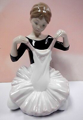 MY DEBUT DRESS FEMALE BALLERINA DANCER FIGURINE 2014 BY LLADRO #8771