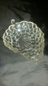 Vintage-Clear-Glass-Grape-Cluster-Nut-Candy-Serving-Dish-Trinkets-Dessert-Relish