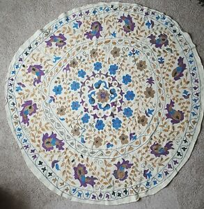 Vintage-Hand-Embroidered-Applique-Beige-Tablecloth-58-Round-Purple-Gold-Blue