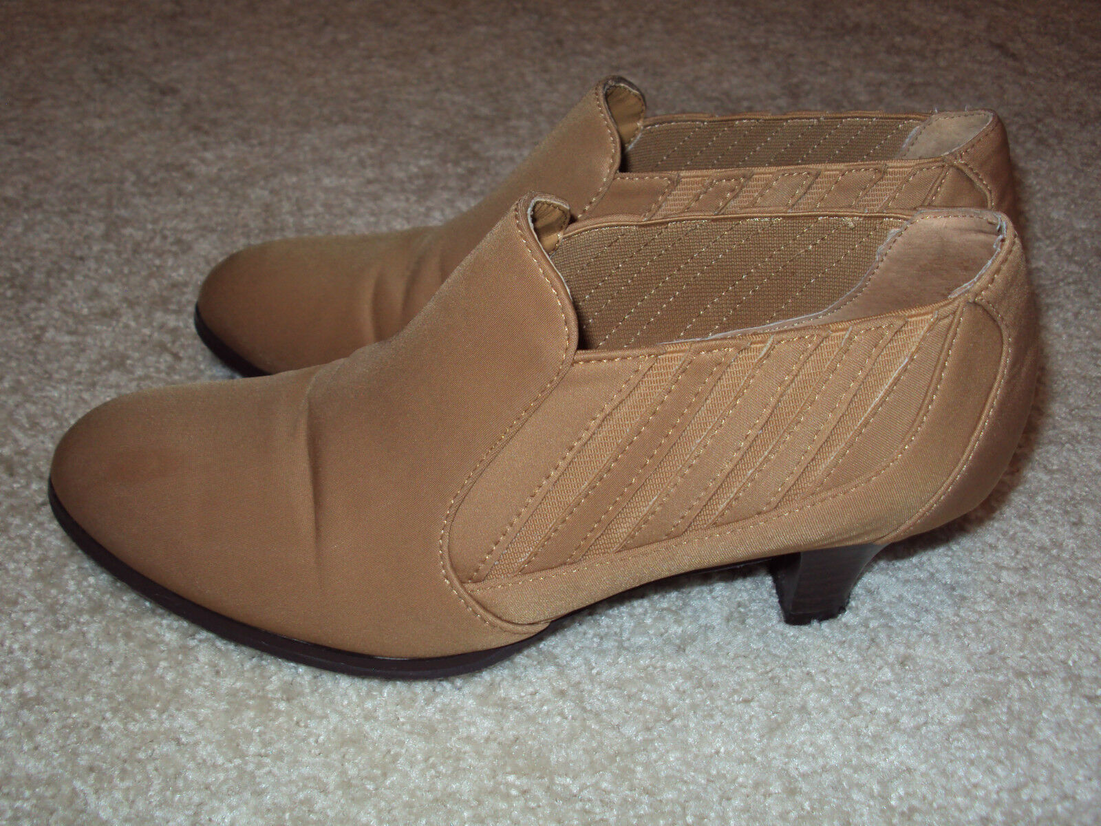 EUC Womens On Cute Light Brown Camel Valenci Slip On Womens Shoes/Boots Size 8M/ Christmas 87e6c3