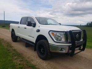 2016 Nissan Titan XD Diesel Crewcab 4X4 Forsale