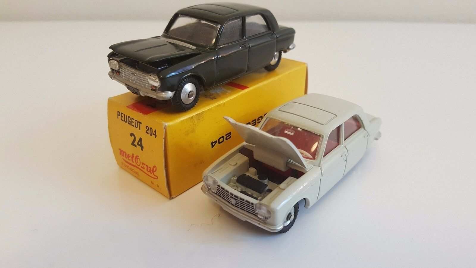 Dinky Toys  510 Made in France  & Metosul  24  - Peugeot 204