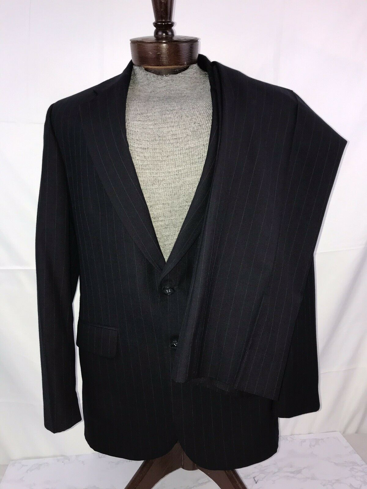 Botany 500 Couture 100% Wool Suit Men's Navy bluee Pinstripe 40R 34X30 Pants