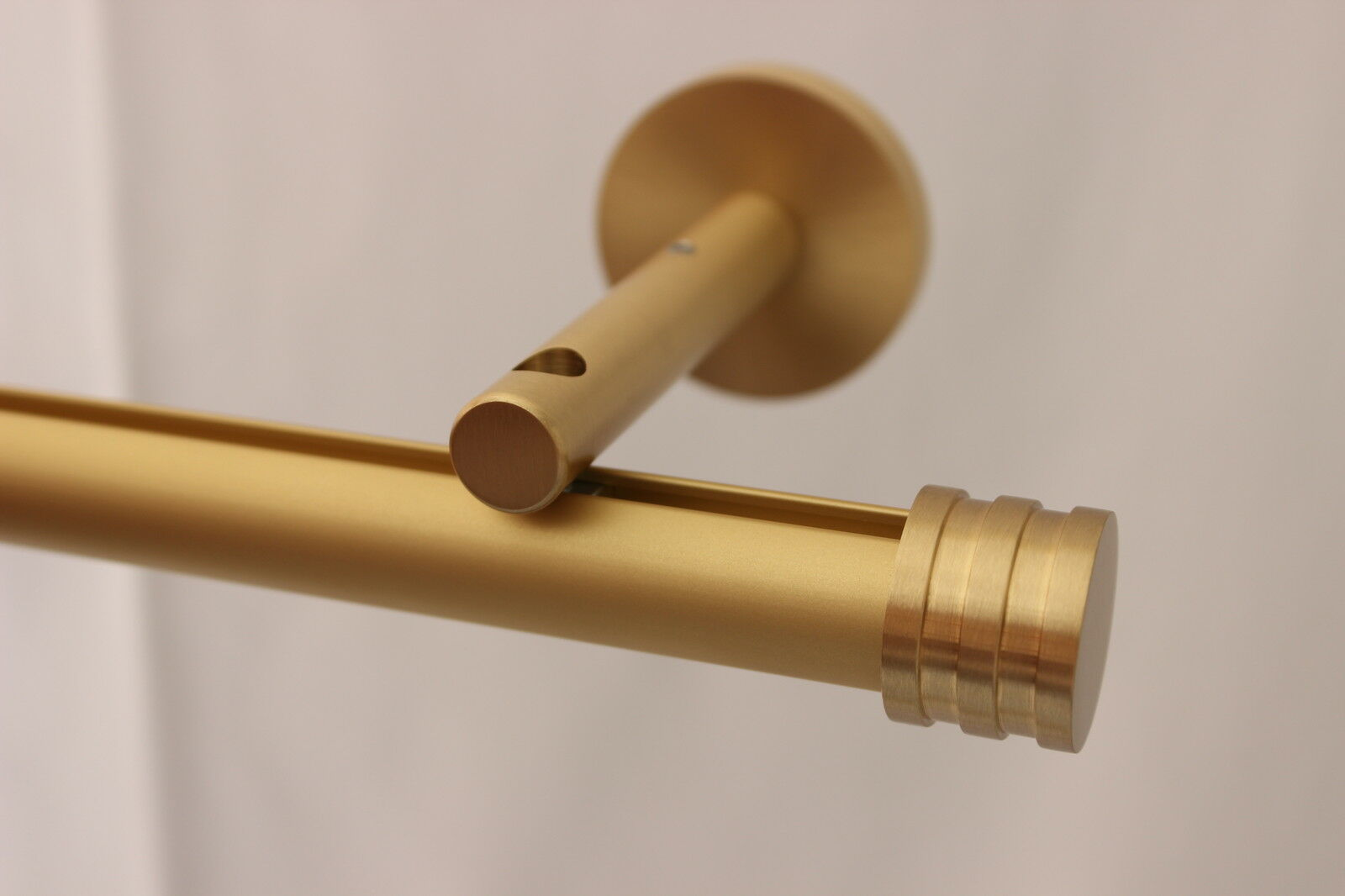 GARDINEUM 20 mm Gardinenstange 8 cm Träger messing matt m. Endkappe Dehli Profil  | Modisch