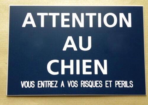 """plaque gravée /""""ATTENTION AU CHIEN VOUS ENTREZ...RISQUES ET PERILS/"""" 150 x 100 mm"""