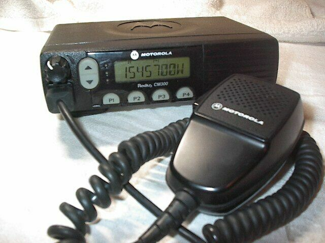 MOTOROLA CM300 VHF 45W 32 CHANNEL MOBILE RADIO  AAM50KQF9AA1AN  *PARTS ONLY*
