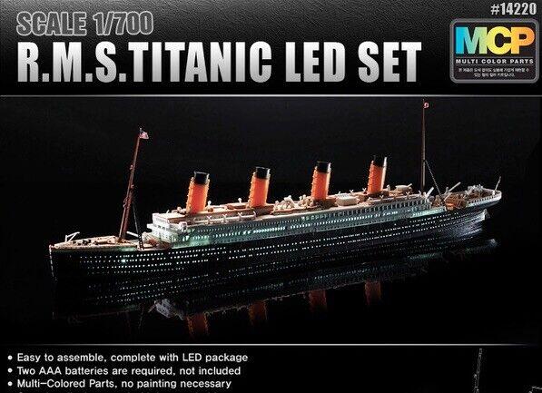 Academy 1 700 R.M.S Titanic LED Set  14220