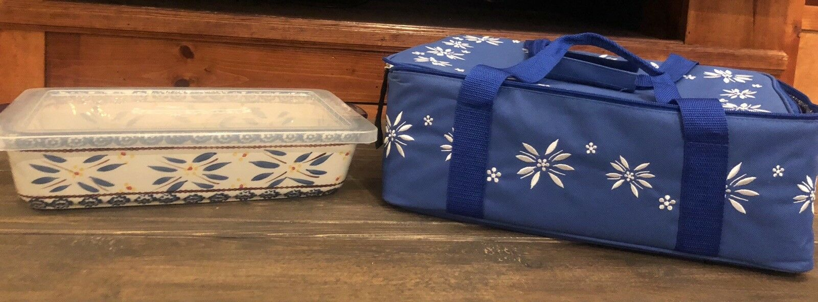 Temp-tations Square 13x9 Baker Floral Lace bleu With Carry Bag