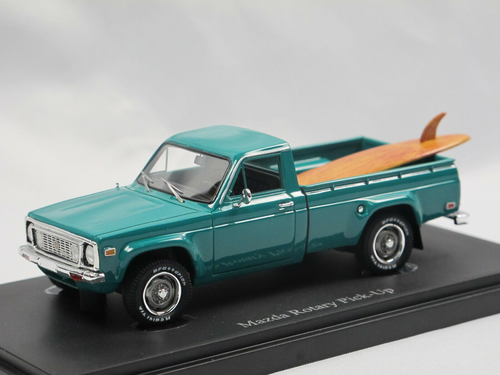 Autocult 08012 1974 Mazda Rotary Pickup REPU Turquoise Model Car 1 43