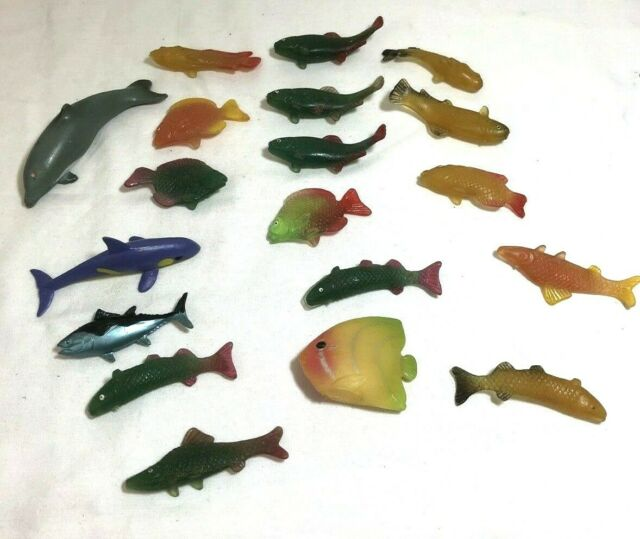 Lot of Toy Plastic River & Sea Fish & Dolphins Lot of 19 1