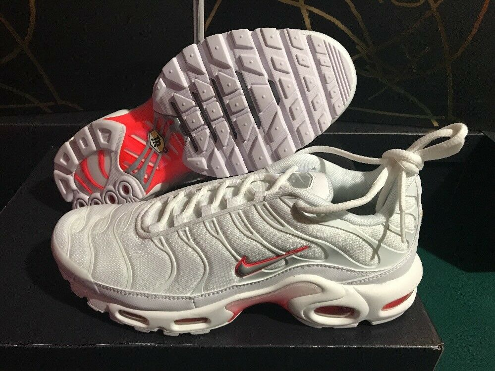 NEW AIR MAX PLUS WHITE WOLF GREY CRIMSON SNEAKER Comfortable Comfortable and good-looking