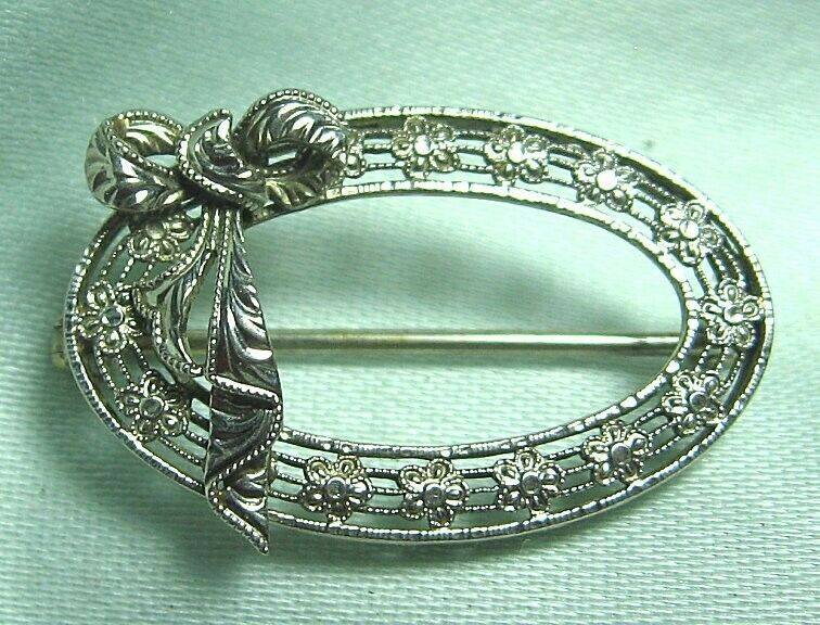 "Deco 14K White gold Filigree Pin 1.9 grams  1"" x 5 8"""