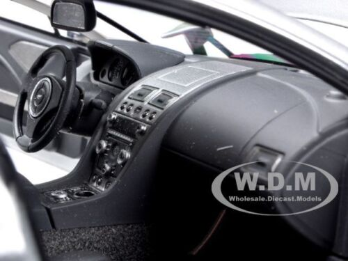 ASTON MARTIN RAPIDE SILVER 1//18 DIECAST MODEL CAR BY AUTOART 70217