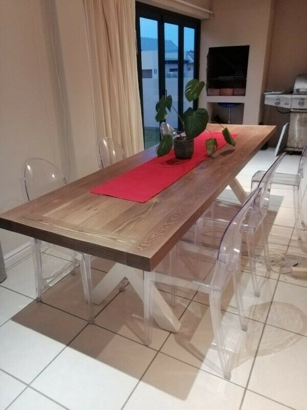 10 Seater Dinning Room Table. 2.5m x1m. Thick Top 65mm