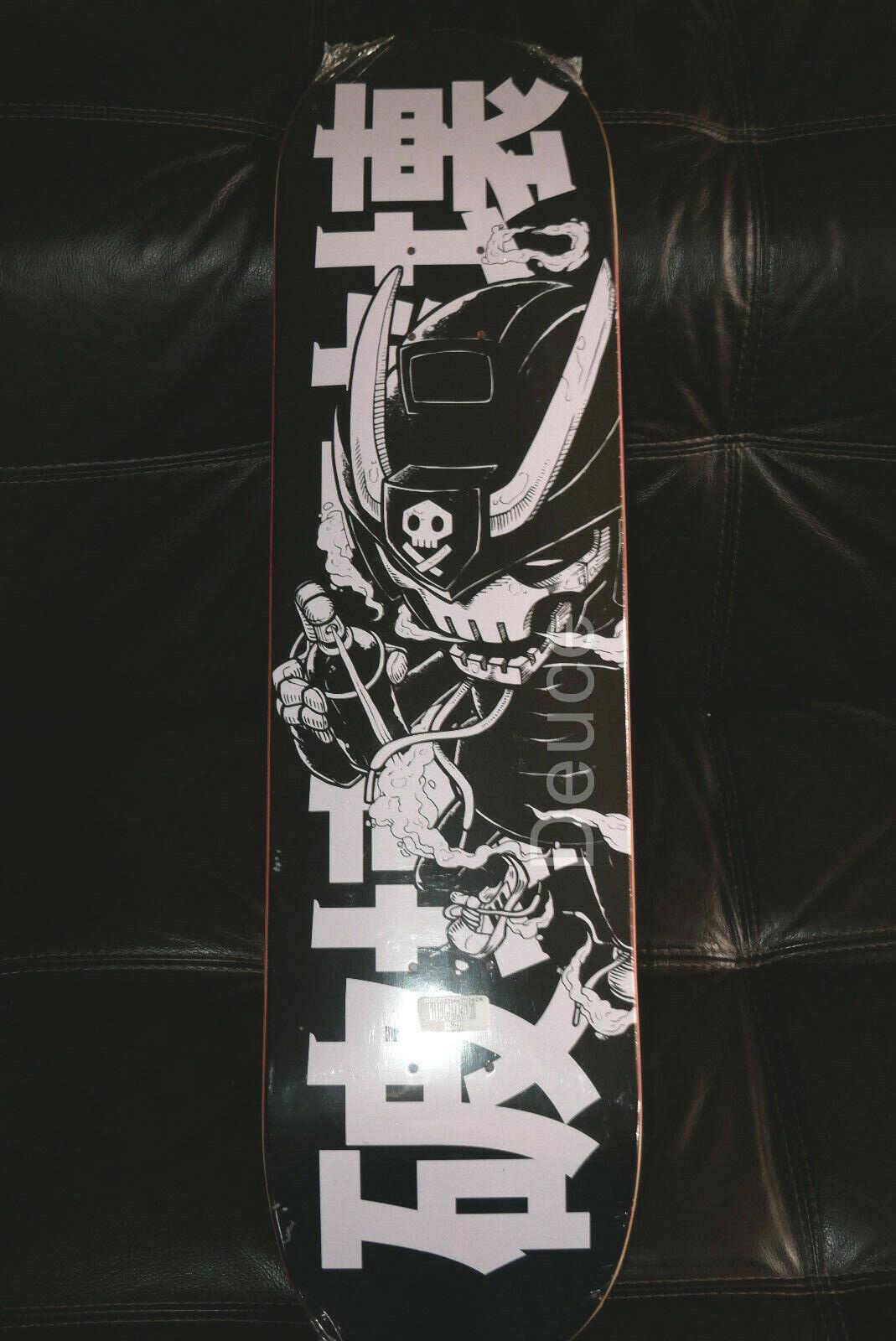 Quiccs ravager, patineta negra cubierta, accesorios exclusivos de sdcc.