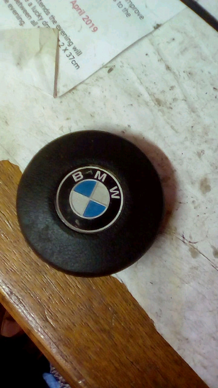 Bmw e30 steering wheel center hooter switch R450 Contact 0835730435