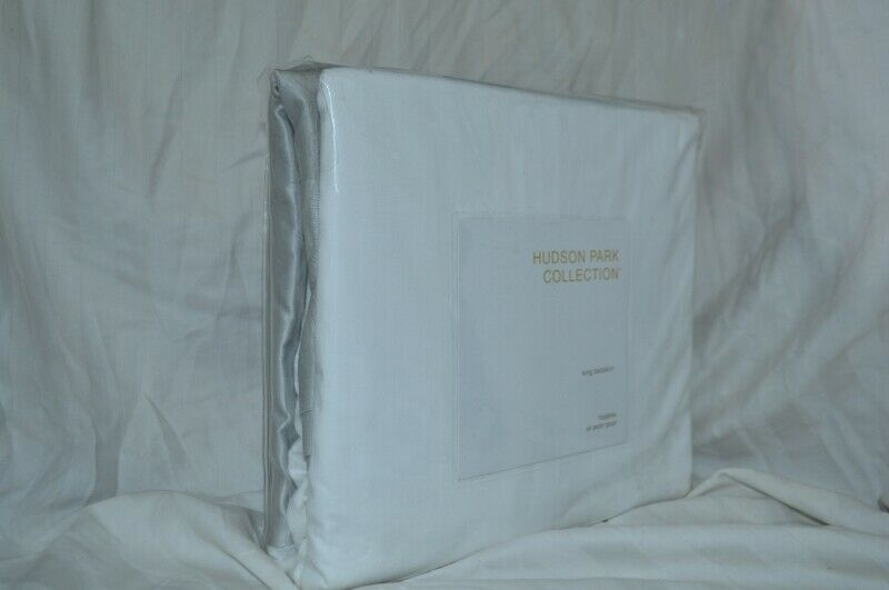 Hudson Park Collection TESSERA King Bedskirt White & Grey 16  DROP - NIP