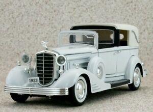 CADILLAC Town Car - 1933 - white - Signature Models 1:32