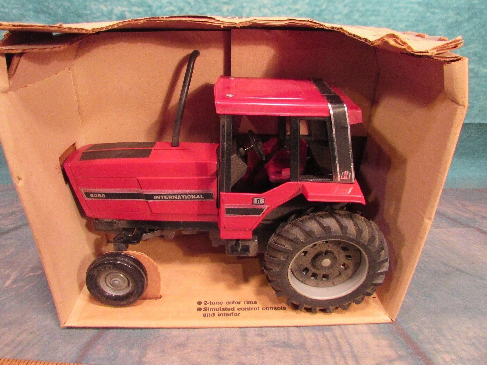 Vintage NIB Ertl 5088 tractor International Harvester IH toy Die Cast Iowa 468