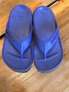 3a8daa927f1ca Crocs Baya Flip Flops Youth Junior J-1 Blue Relaxed Fit Cut Out ...