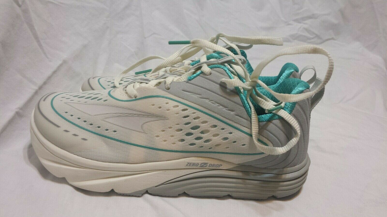 ALTRA TORIN 3.5 Women's Running shoes Size 6.5 NEW white