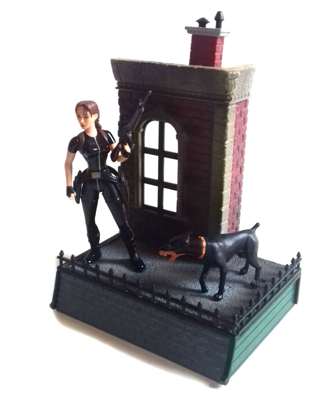 Early 90's LARA CROFT TOMB RAIDER 5  tall toy video Game figure + Diorama base