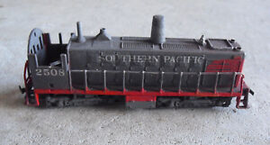HO-Scale-Well-Worn-and-Weathered-AHM-Southern-Pacific-Dummy-Switcher-Locomotive