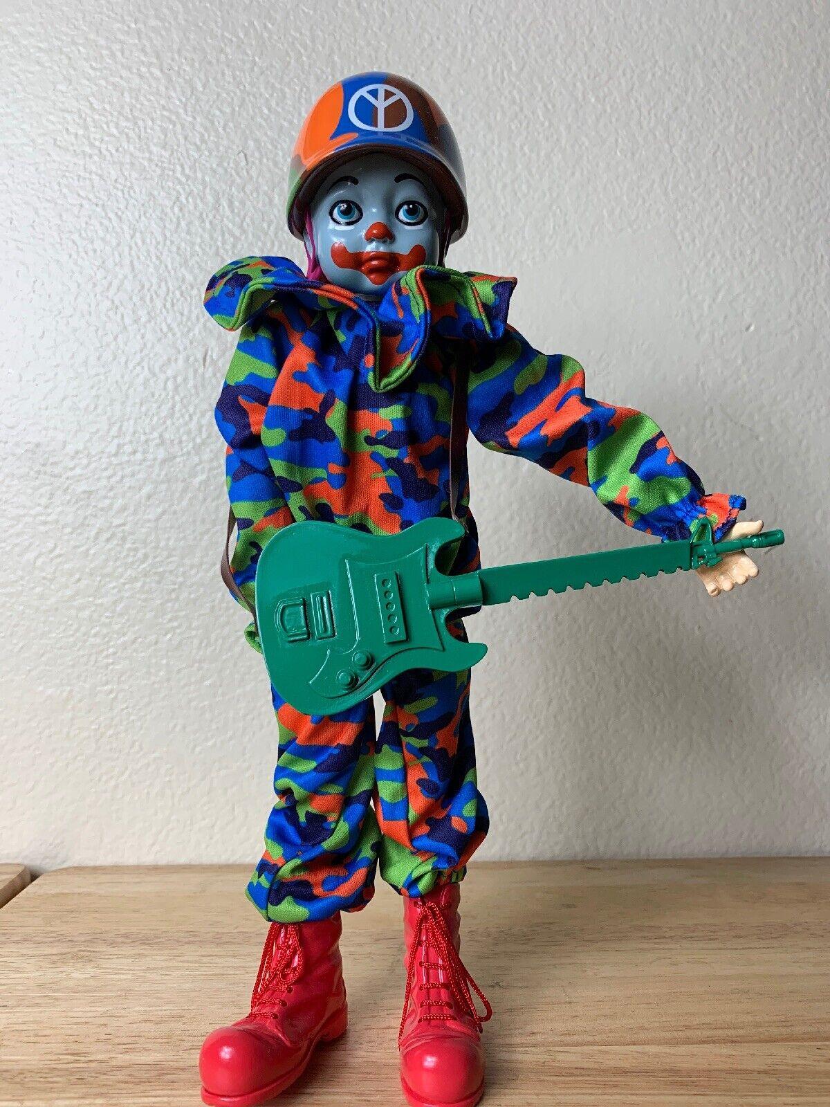CAMO PEACE CLOWN COMBRAT 12 VINYL cifra RON inglese FROM POPAGeA X giocattoloQUBE