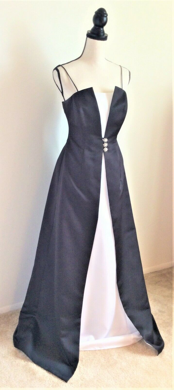 Black and White Sophisticated Formal Evening Gown Dress, Medium, Bust 34