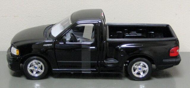 1:21 Maisto Black Ford Lightning SVT F150