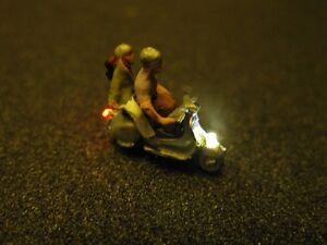 F64-n Scooters Avec éclairage Del Roller Avec Personnage Couple 1:160-afficher Le Titre D'origine Avoir Une Longue Position Historique