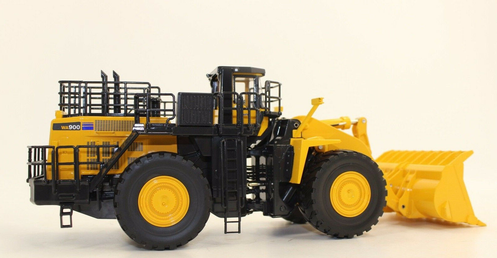 First Gear 50 3301 KOMATSU 900 -3 Radlader 1 50 NEW BOXED