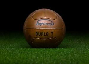 The-official-ball-of-the-1950-FIFA-World-Cup-in-Brazil-SUPERBALL-DUPLO-T