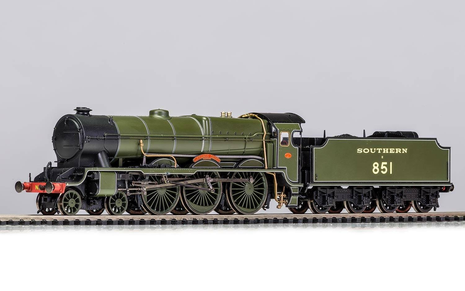 Hornby R3634 SR Lord Nelson Class  SIR FRANCIS DRAKE  No. 851 DCC Ready
