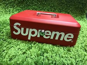Supreme F//W 2017 Travel Toothbrush Box Logo Red Foldable