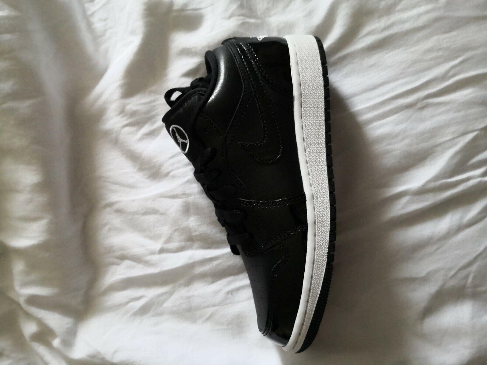Jordan 1 Low Se ASW GS Size 4 UK/4.5Y US. BNIB
