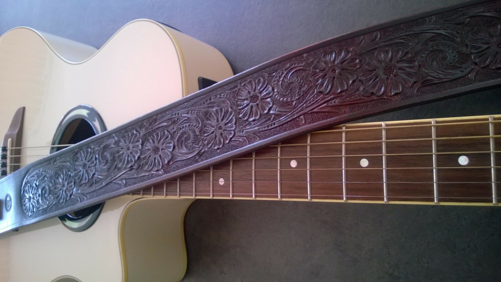 Hand made Carved Carved Carved Leather Guitar Strap Western for Acoustic or Electric 7d3514