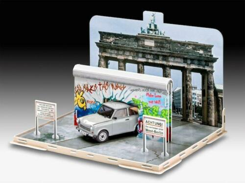 Trabant 1:24 Fall of the Berlin Wall 30th Anniversary Revell 7619