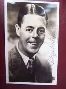 Duggie-Wakefield-Autograph-Previously-stuck-down-3-5-x-5-5-inches