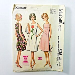 Vintage-60s-McCalls-Dress-Sewing-Pattern-FIT-and-FLARE-Sleeveless-Shift-QUICKIE