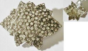 broche-bijou-vintage-couleur-argent-deco-fleur-toute-de-cristaux-diamant-3993