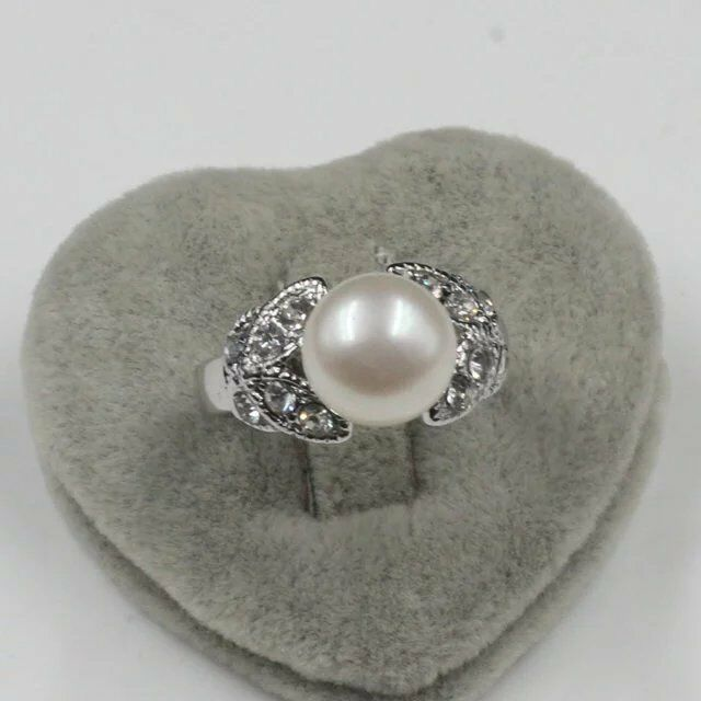 Women's Engagement Genuine  White Pearl Simulated Diamond Ring size 9