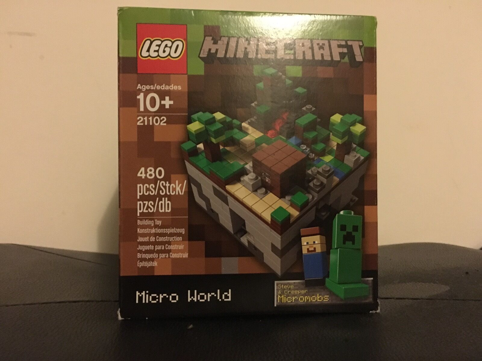 RETIRED New  LEGO CUUSOO Minecraft Micro World  The Forest (21102)