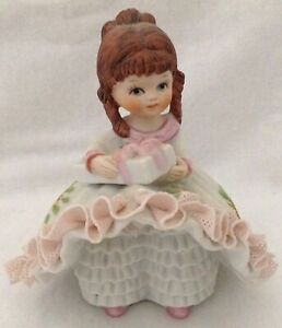 Vtg-Lefton-Bloomer-Girl-Pink-Frozen-Lace-Redhead-Holding-Gift-Taiwan-803
