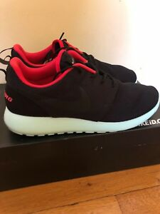 new product 1be68 d3b3b Image is loading Nike-ID-Roshe-Run-Yeezy-Blink-NIKEID-SOLE-