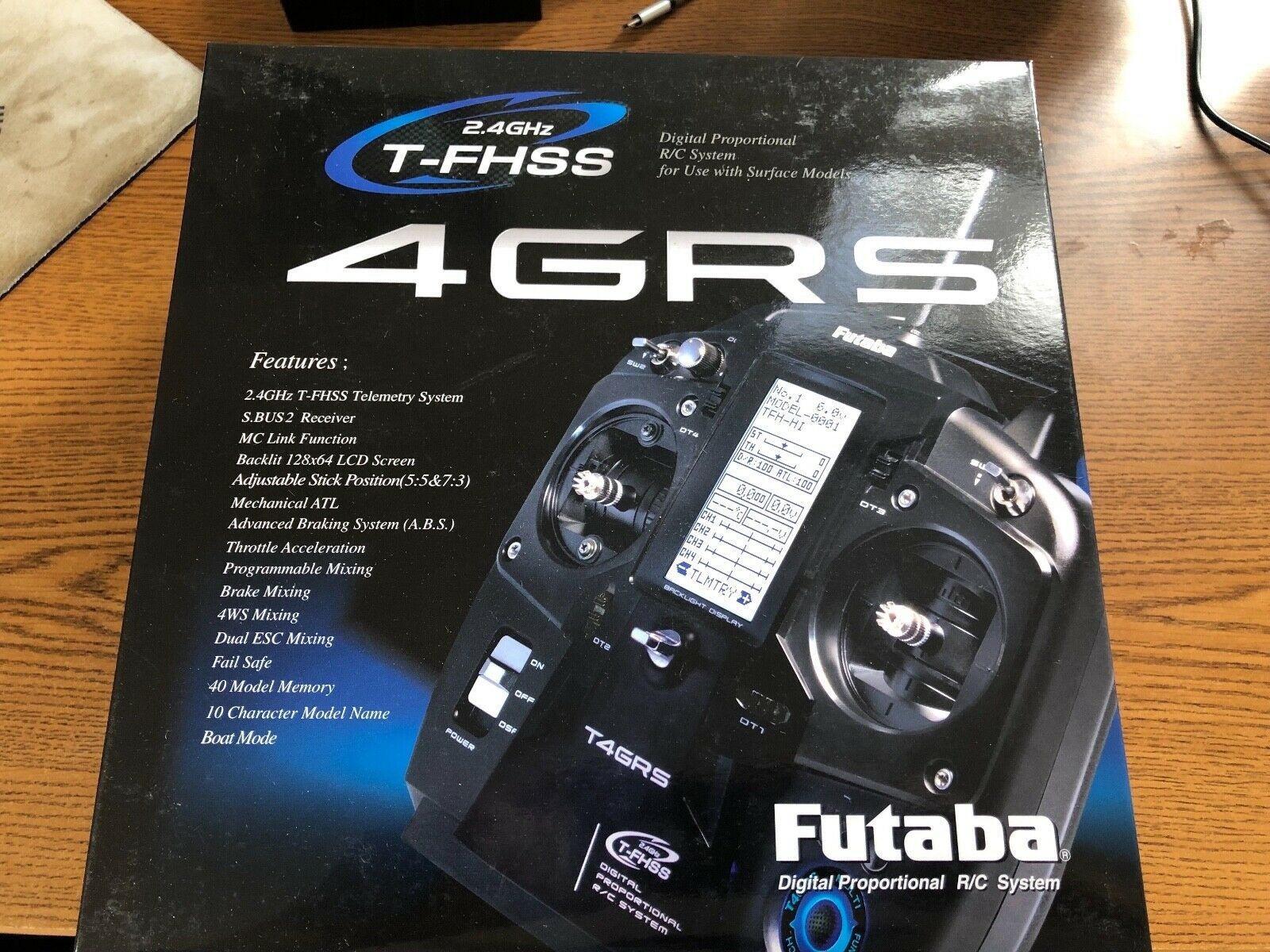 Futaba 4GRS 2.4GHz T-FHSS superficie sistema de radio con receptor R304SB