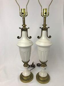 Vtg-Pair-Urn-Vase-Table-Lamps-White-Gold-Art-Deco-Greek-Roman-Hollywood-Regency